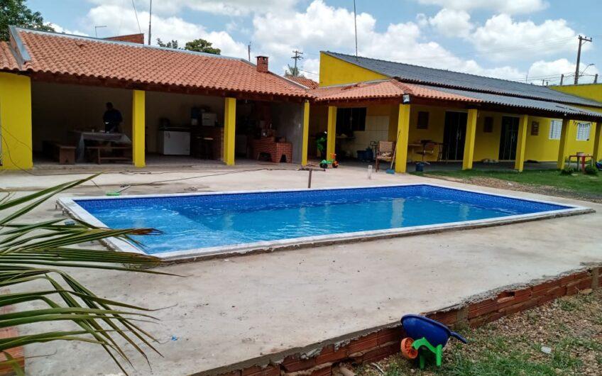 Chácara com casa, edícula, piscina, tanque, campo