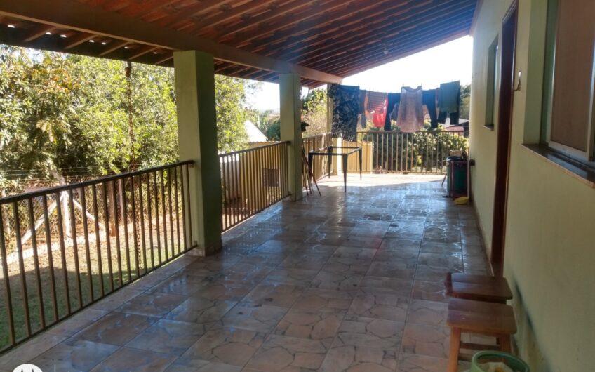 Chácara com 1.500 m², casa com 3 quartos, sala, cozinha, varanda,  cozinha fora. TROCA POR CASA