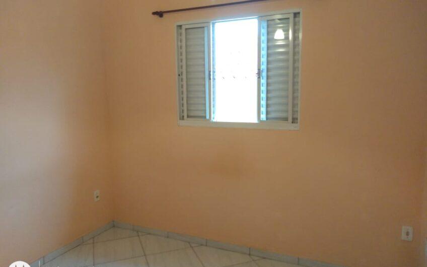 Apartamento com 2 quartos / garagem coberta /  portão eletrônico /