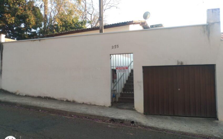 casa com 2 quartos, lavanderia coberta, garagem coberta, quintal.